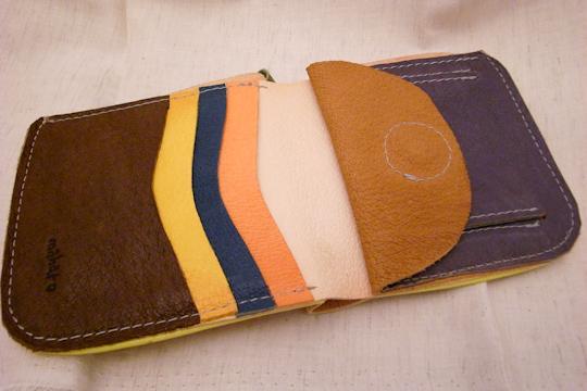 MAHAROの皮財布(開いたところ)