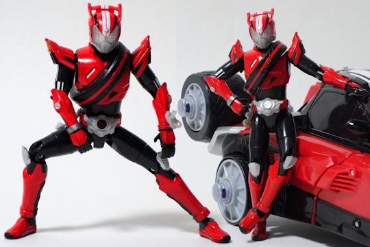 『TK01 仮面ライダードライブ タイプスピード』ポーズ